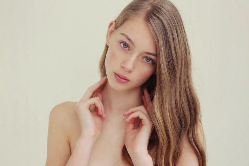 Lauren de Graaf est un modèle néerlandais qui a défilé pour Moncler, Chanel et Giorgio Armani