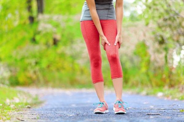 Les courbatures sont le lot commun de tous les sportifs. Particulièrement présentes dans les phases de début ou de reprise de la course à pied, les courbatures peuvent être très douloureuses