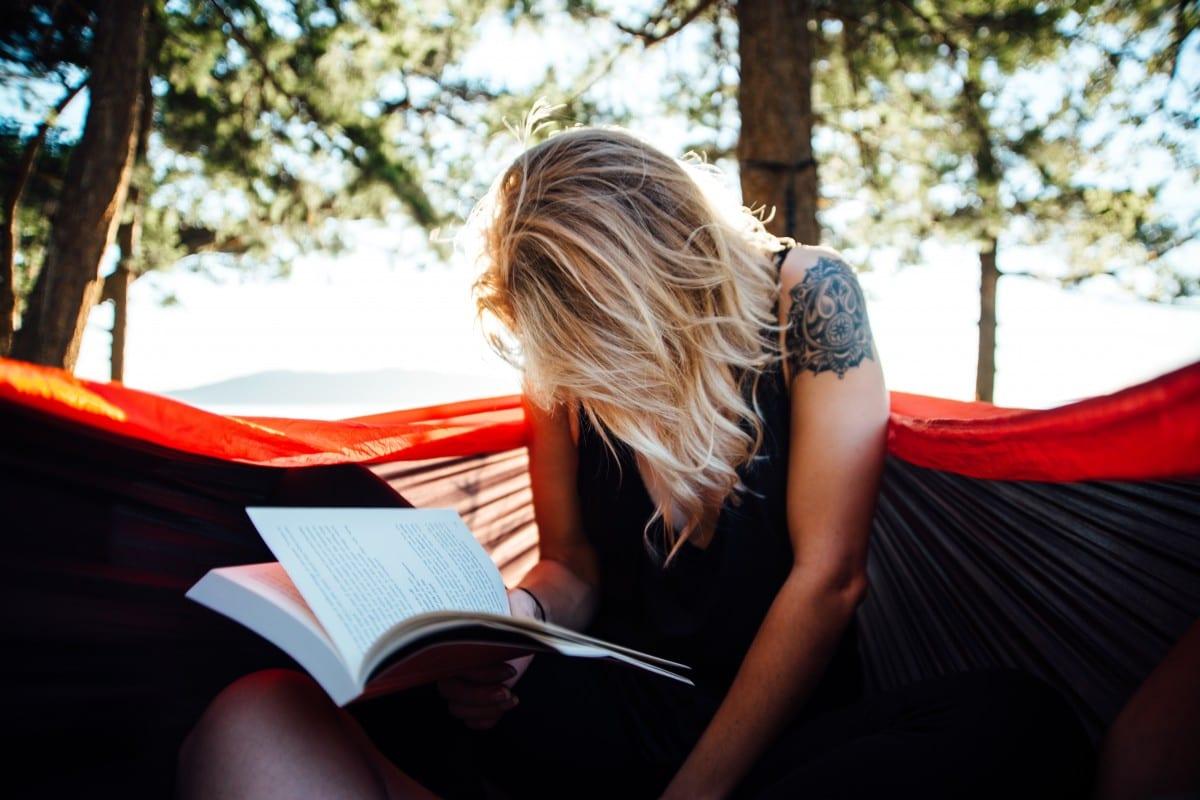 Livres de l'été : Y a pas que les moches qui lisent