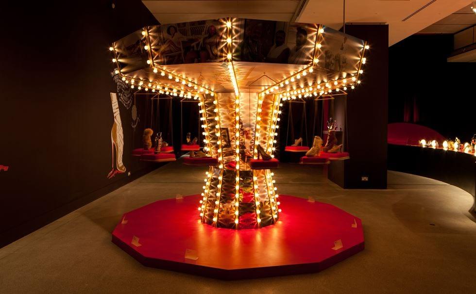 En 2012, Louboutin avait déjà été exposé à Londres.