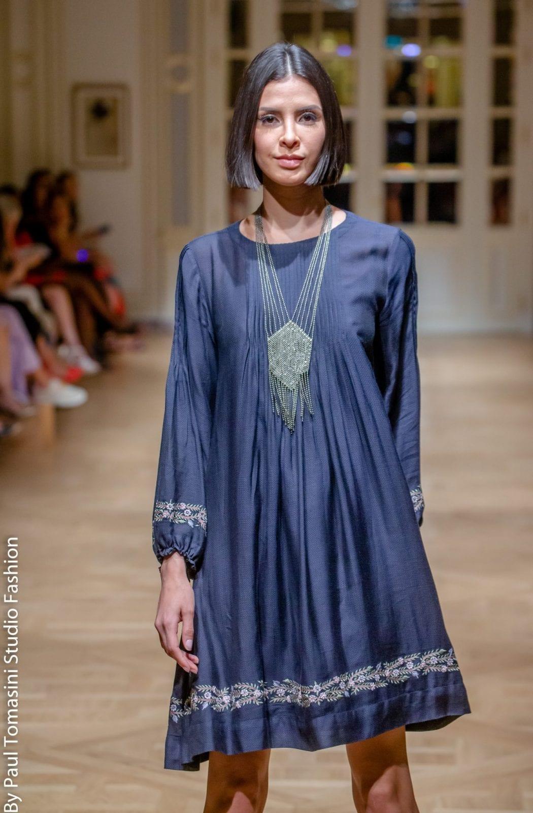 Une des pièces de la collection de Lo Neel pendant le fashion show