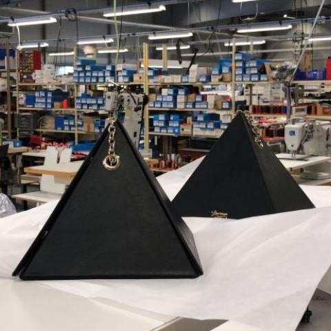 Sac Cléo dans l'atelier à choletais, redynamiser l'industrie française