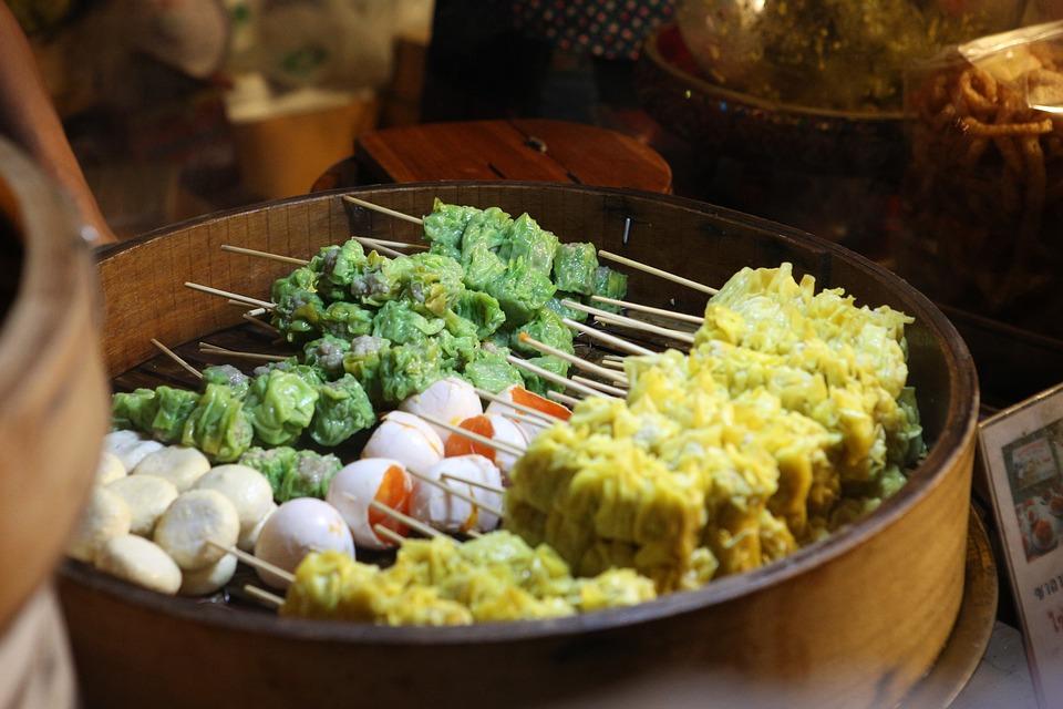 brochettes asiatiques en street food
