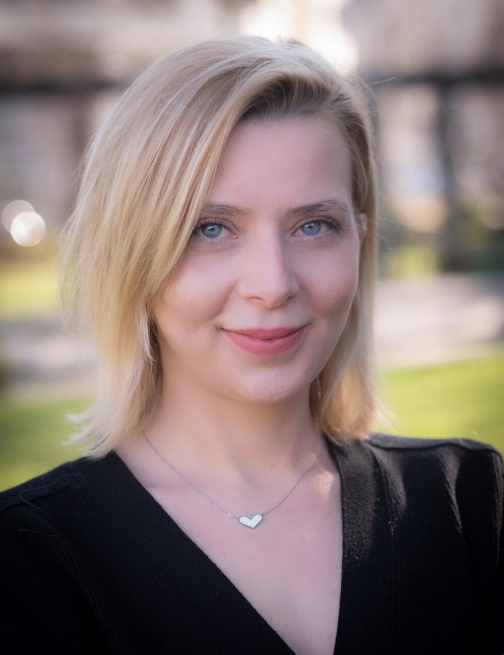 Être une femme politique: Laura Ferrari une candidate pétillante et solidaire.