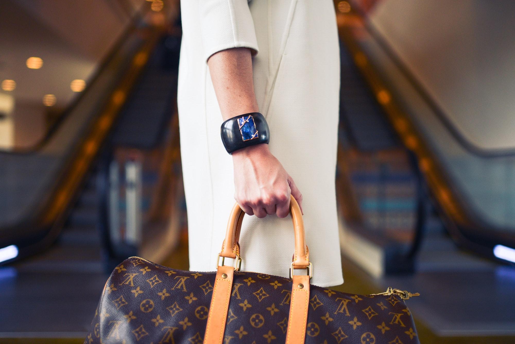 10 objets indispensables à garder dans son sac à main