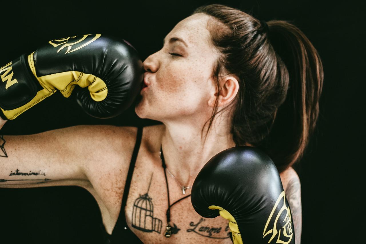 femme gants de boxe
