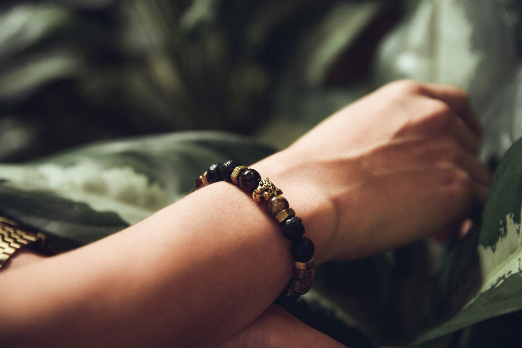 La tendance de cet été : le bracelet en pierre