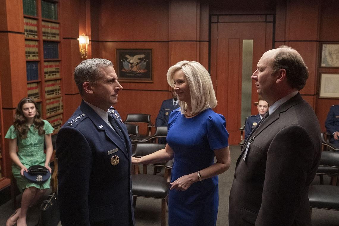 Image extraite de la série Netflix Space Force. Ici, avec Steve Carell et Lisa Kudrow.