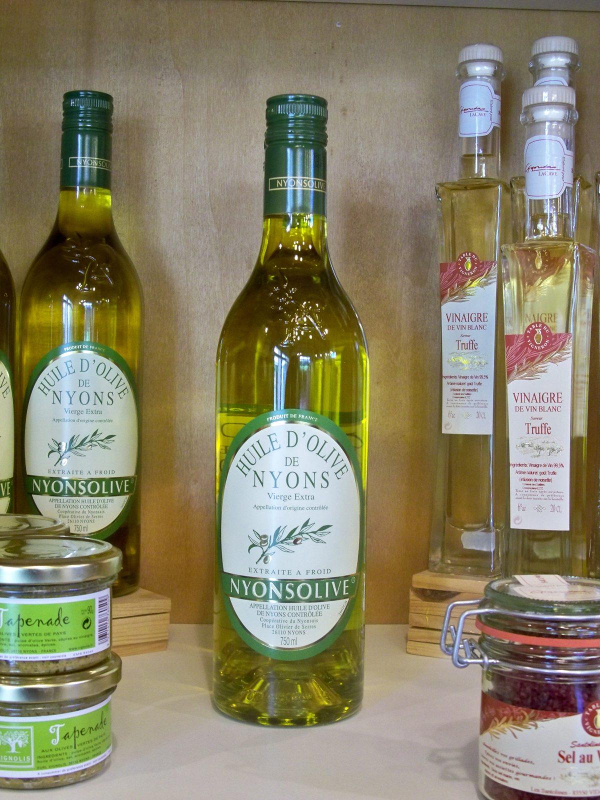 L'huile d'olive de Nyons, appellation d'origine protégée.