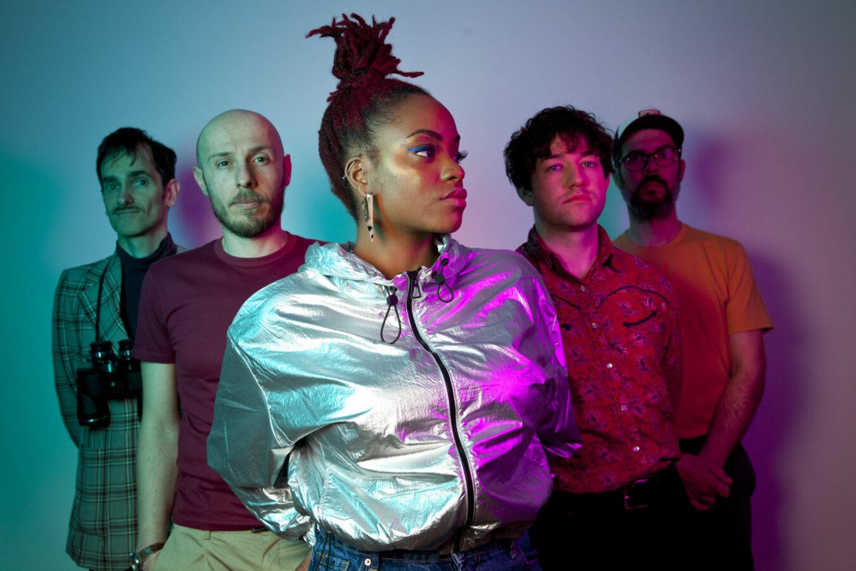 Entrez dans l'univers psychédélique de Dweamz, ce groupe porteur de messages humanistes et groovy, basé à Montreuil, dont le style musical traverse les genres et les influences.