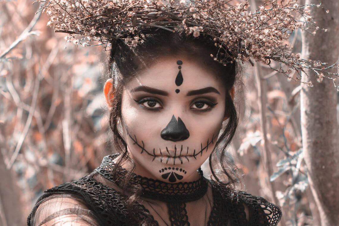Maquillage gothique (c) Laura Garcia - Pexels