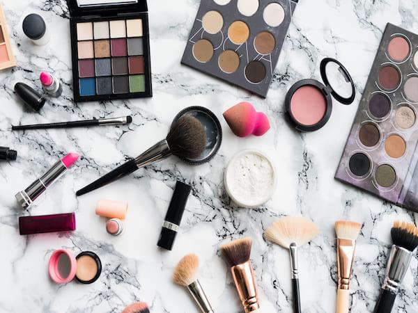 cosmétiques périmés : quels risques pour ma peau
