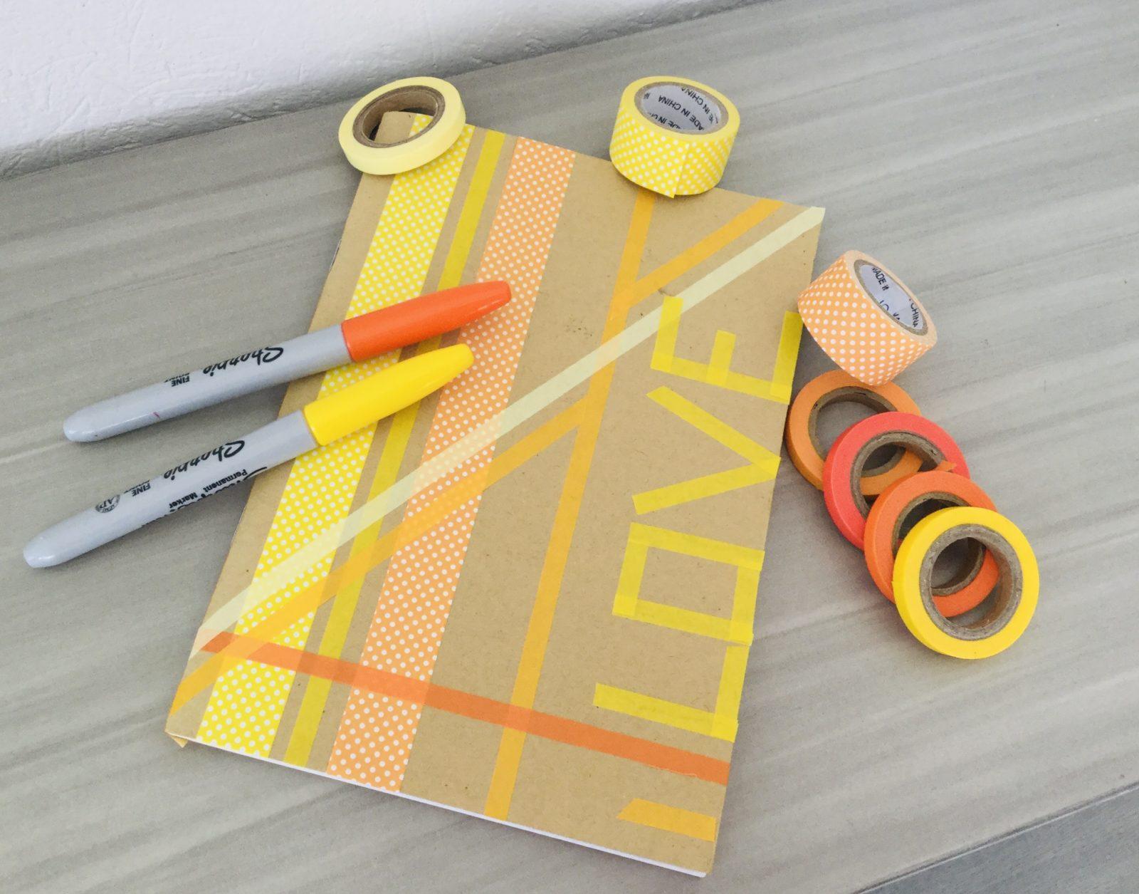 Un cahier décoré avec du washi-tape
