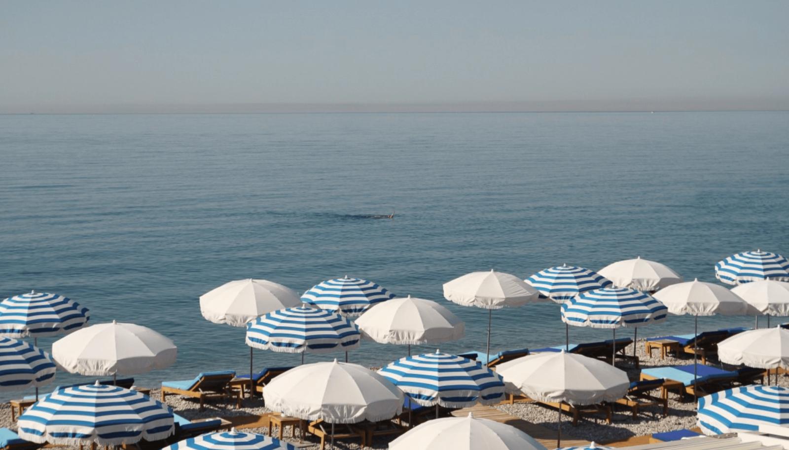 La plage de Amour Plage qui fait partie du complexe Hotel Amour.