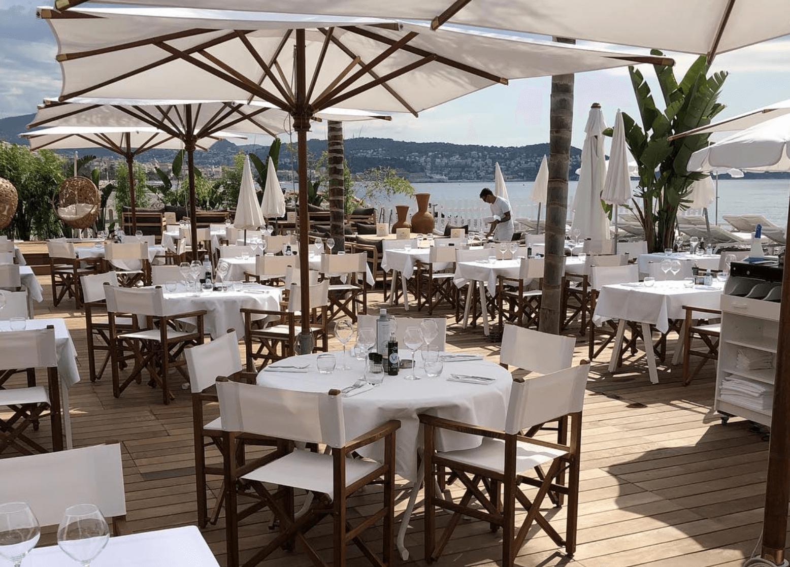 Le restaurant Cocoon Beach qui se trouve juste avant la plage.