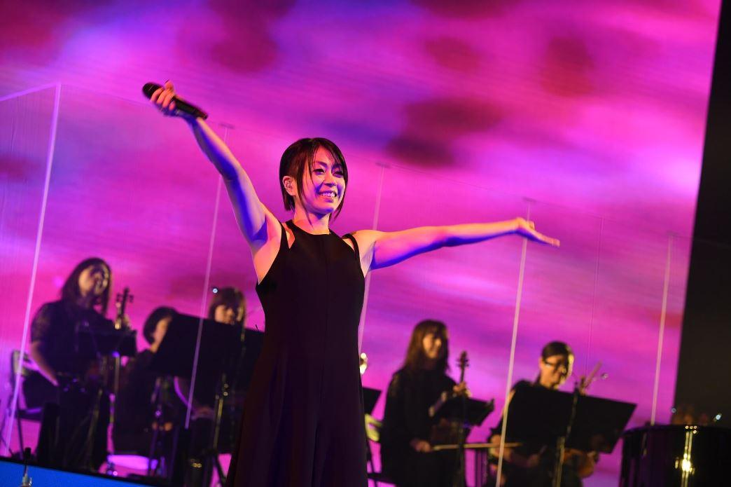 Entre Hikaru Utada et le public japonais, un lien magique s'est créé depuis ses débuts en 1998. En 2018, la chanteuse a fêté avec ses fans ses noces de porcelaine durant sa tournée Laughter in the Dark. Plus de 140 000 spectateurs ont répondu présent à son invitation.