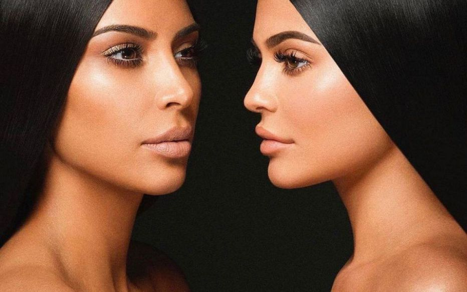 Kim Kardashian avec KKW Beauty et Kylie Jenner avec Kylie Cosmetics - Ô Magazine