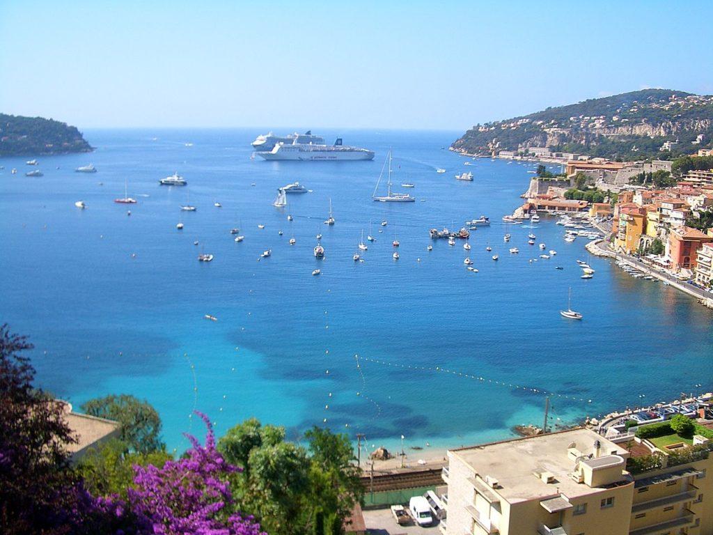 Trouve ta plage tendance à Nice cet été 2020