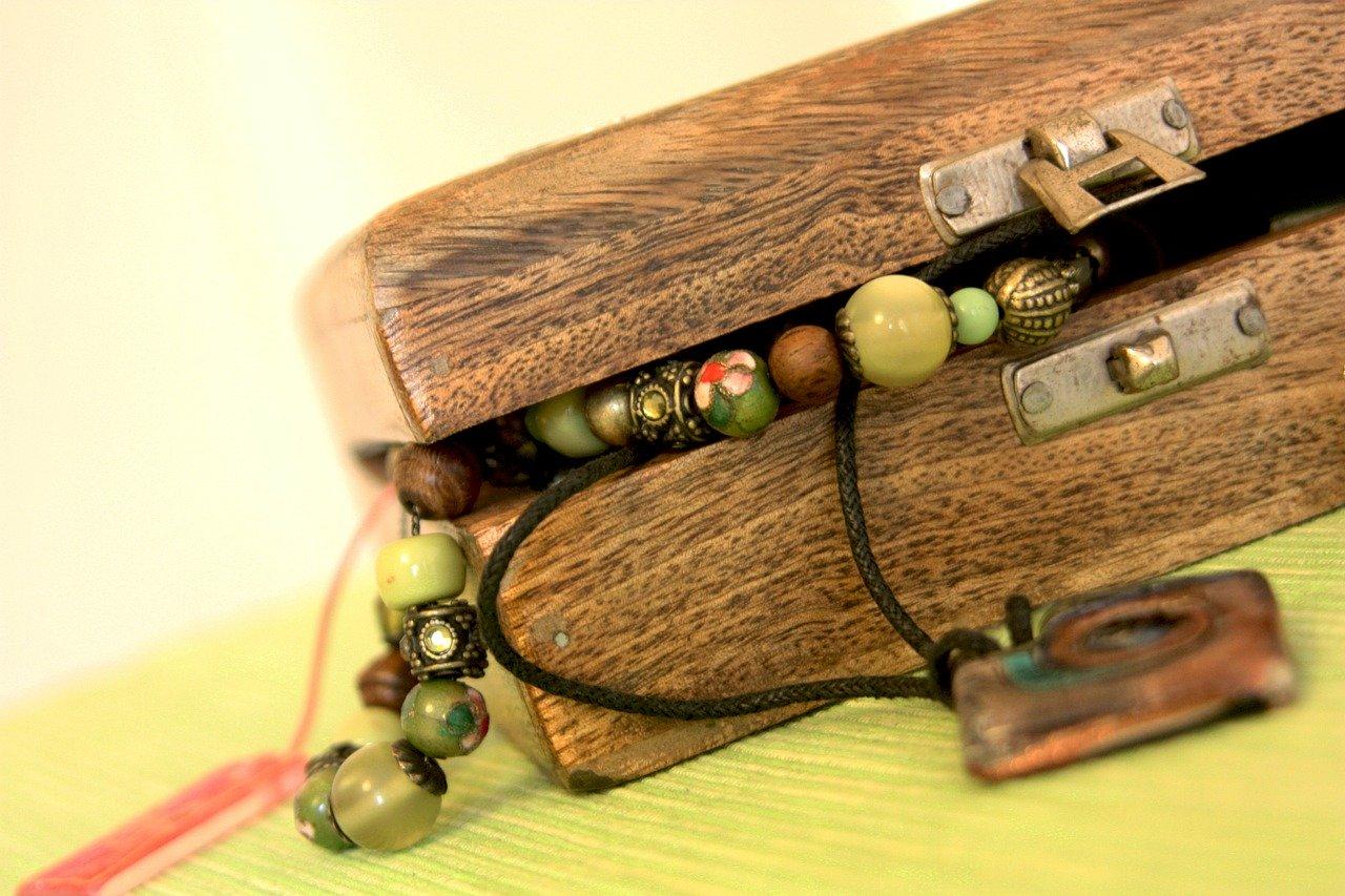 Les bracelets en bois, un bijou tendance