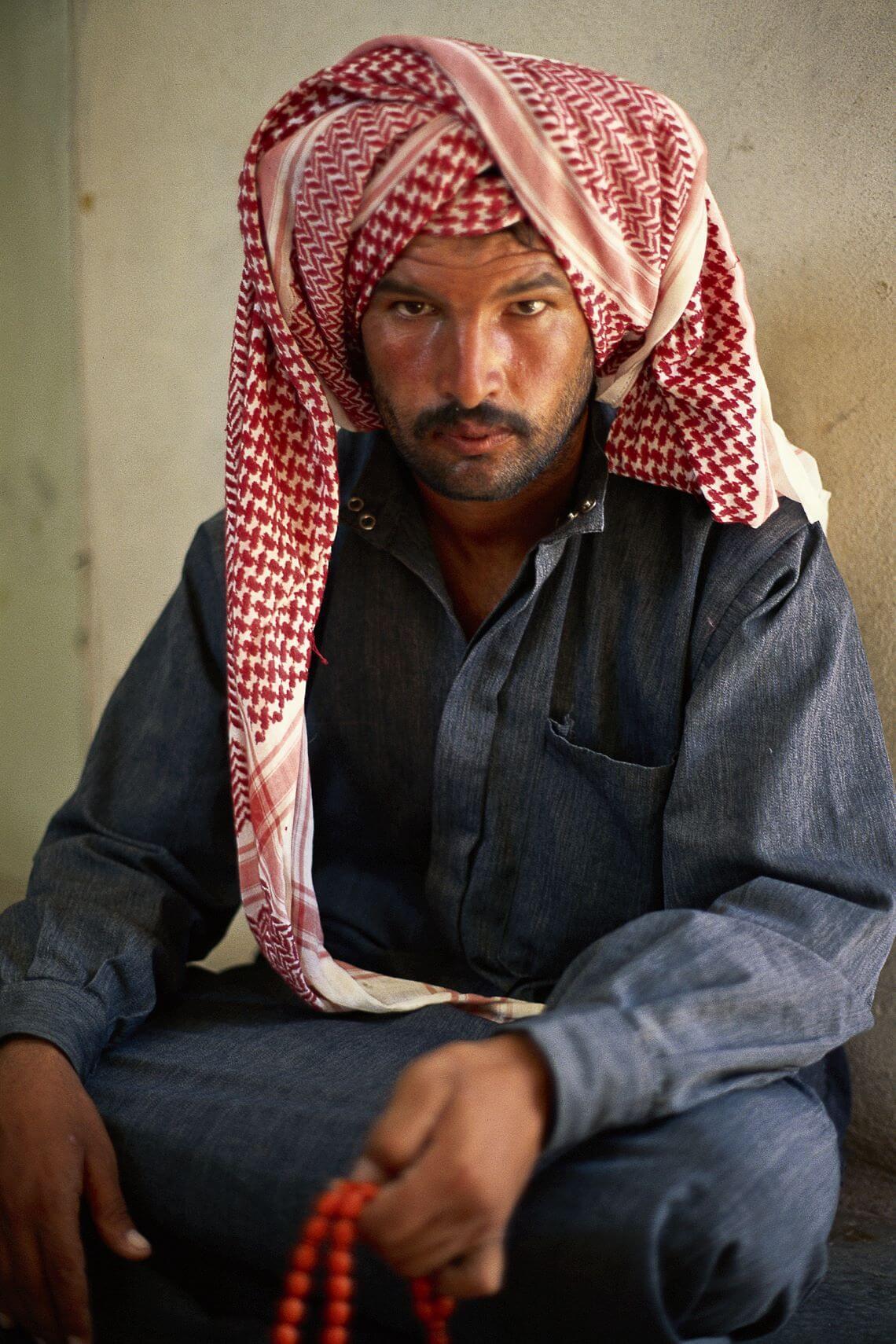 Homme syrien au turban et au chapelet