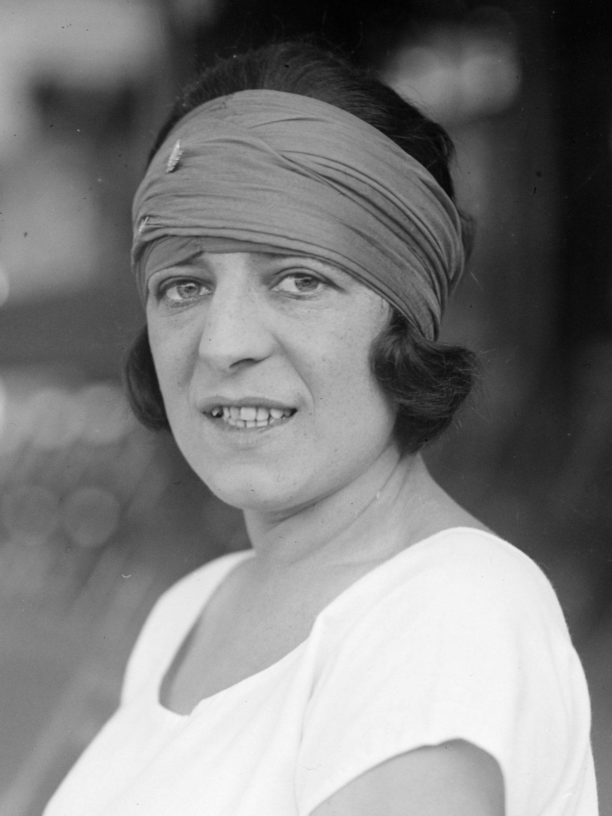 Suzanne Lenglen : figure emblématique du tennis féminin.