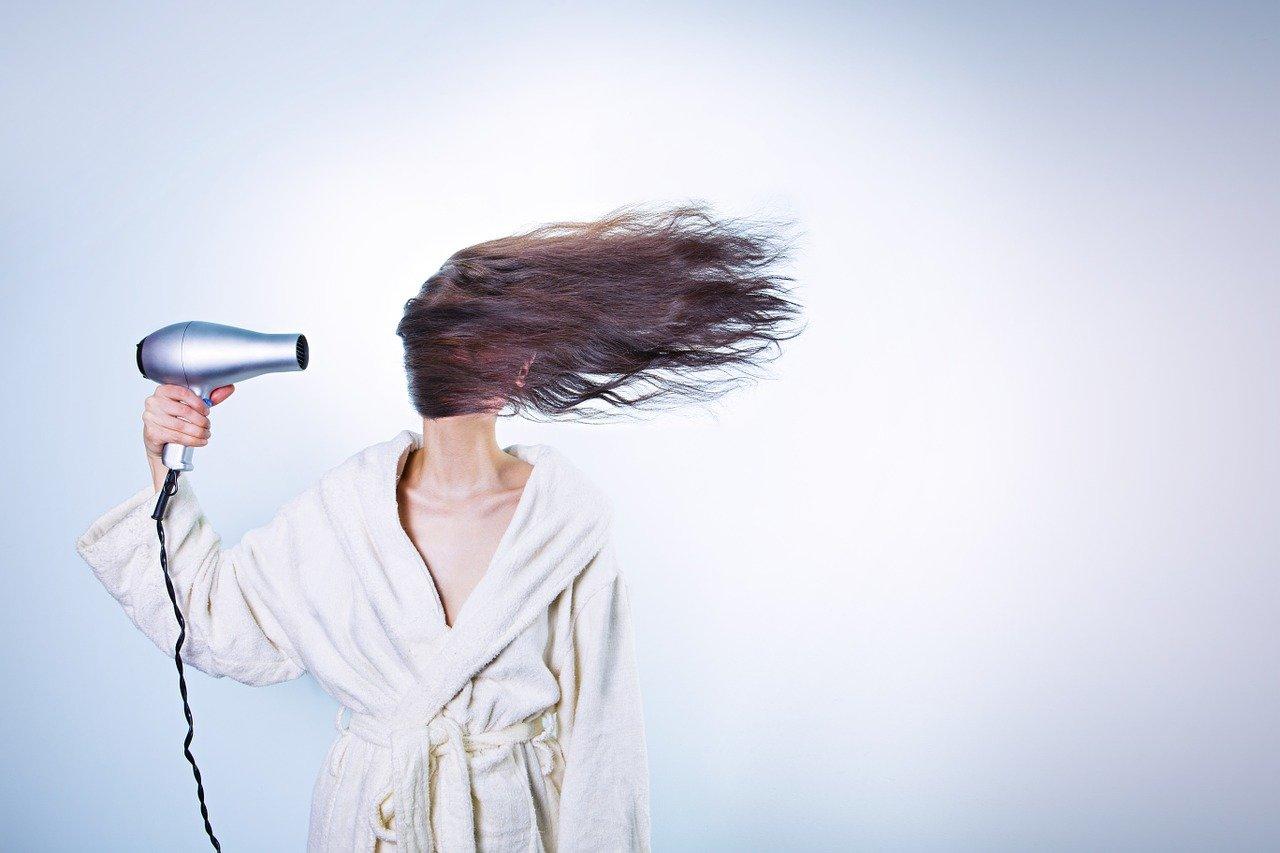 10 astuces et conseils pour prendre soin de ses cheveux