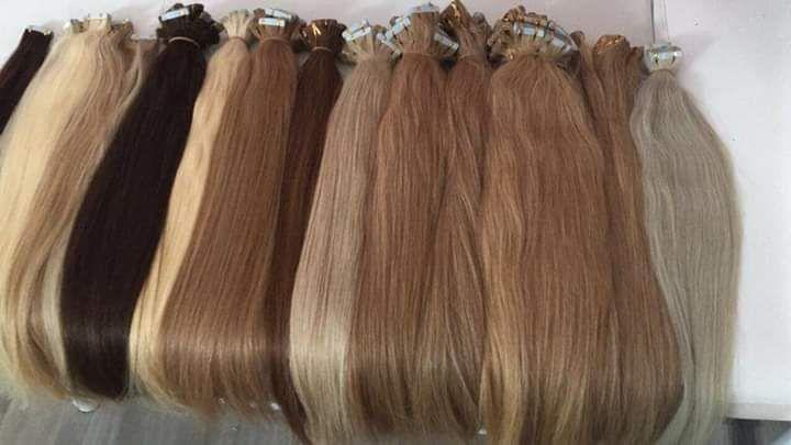 Différentes extensions de cheveux à poser en institut.