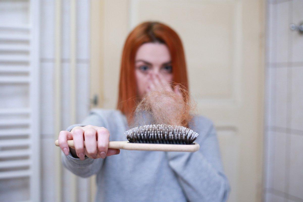 La routine capillaire de l'hiver avec les produits anti-chute et stimulateurs de pousse de cheveux de Shandrani Easy Pouss Crédit Photo : ©Shandrani Easy Pouss