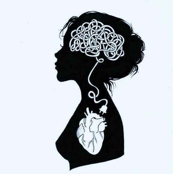 """femme vue de profil qui """"branche"""" son cerveau à son coeur"""