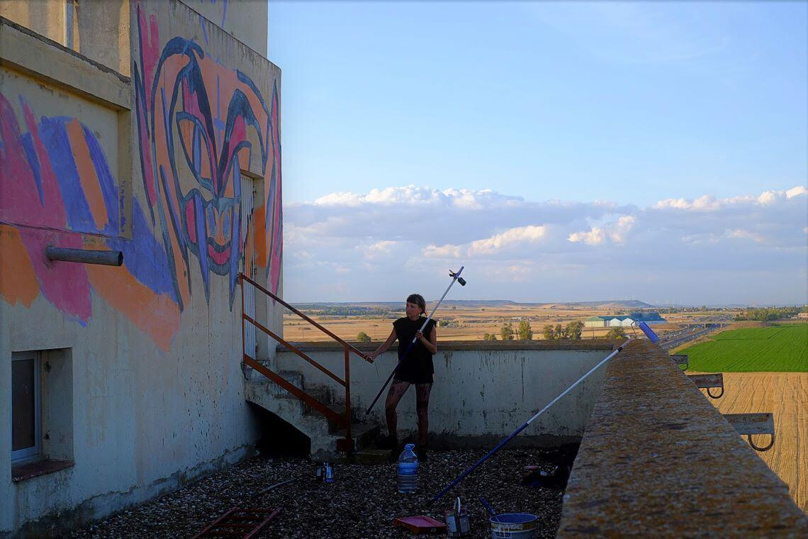 Katja : une artiste qui s'imprègne de ses voyages de par le monde pour réaliser ses œuvres.