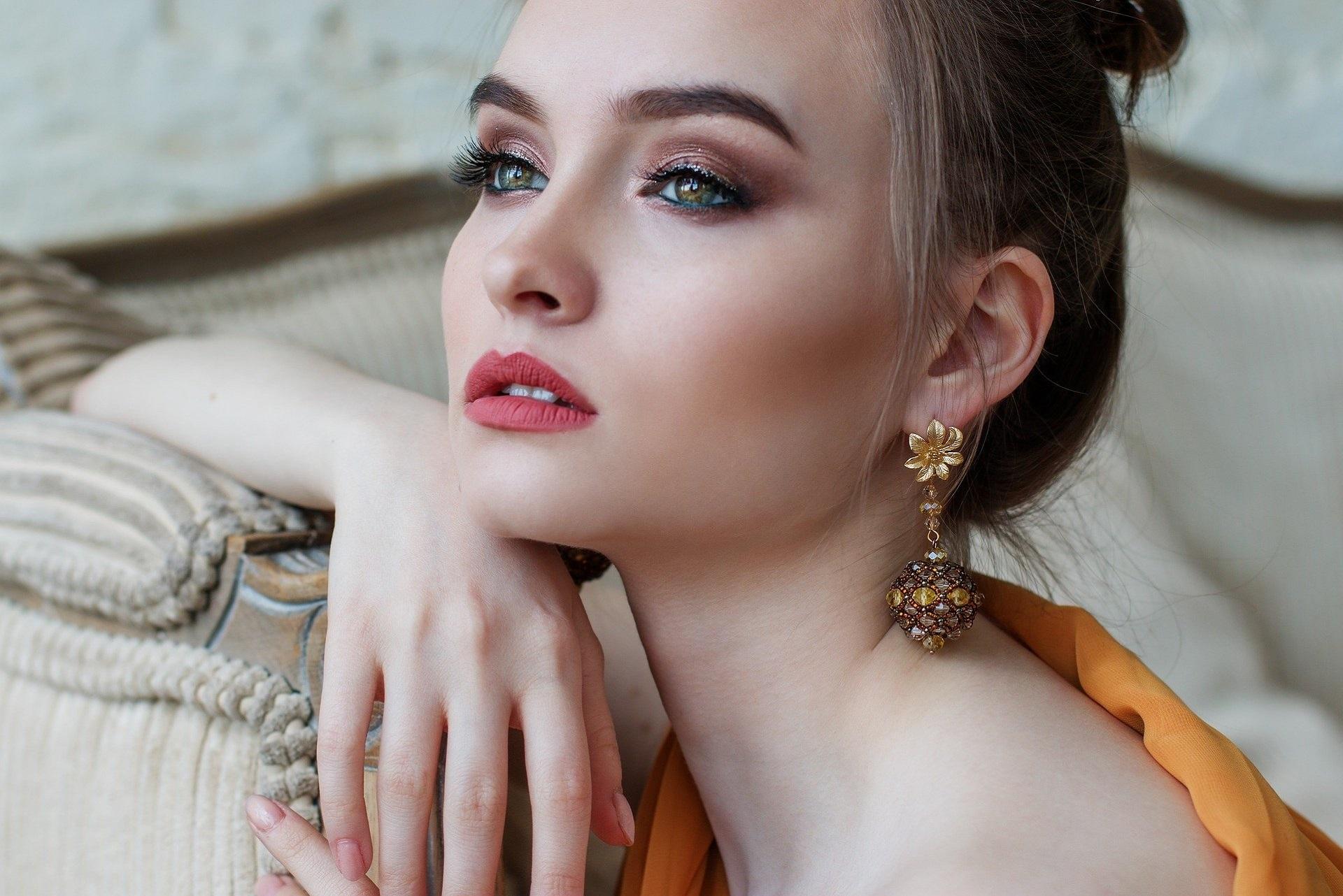 Femme à bijoux en cristal