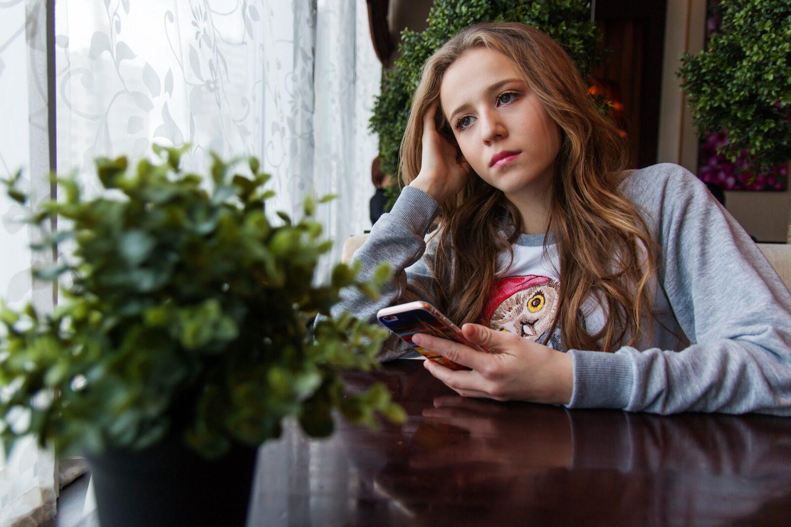 Comment espionner les sms à distance et recevoir des sms d'un autre téléphone portable?