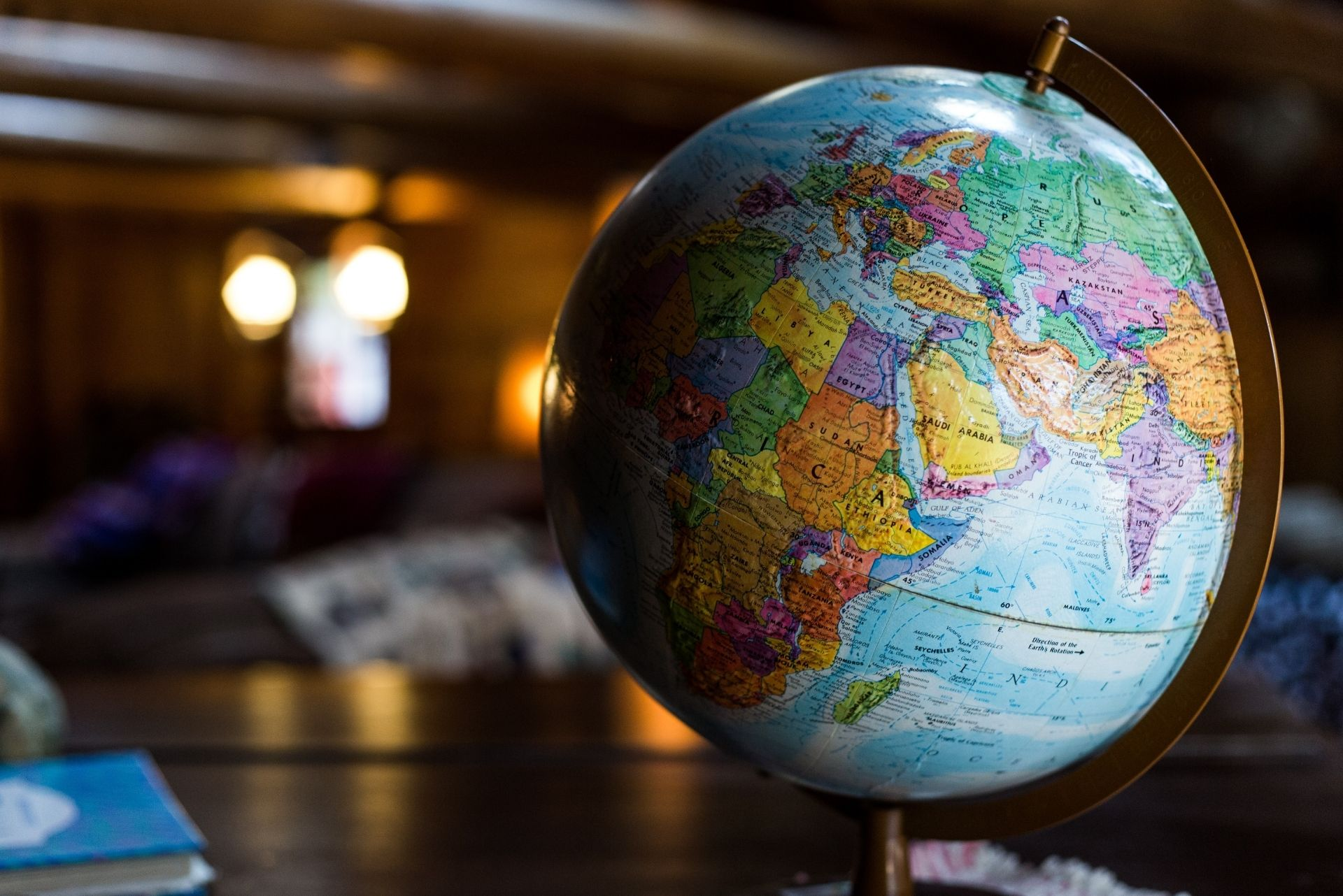 Evolution et curiosités du français, de l'Antarctique au Canada entre influences et nouvelles générations