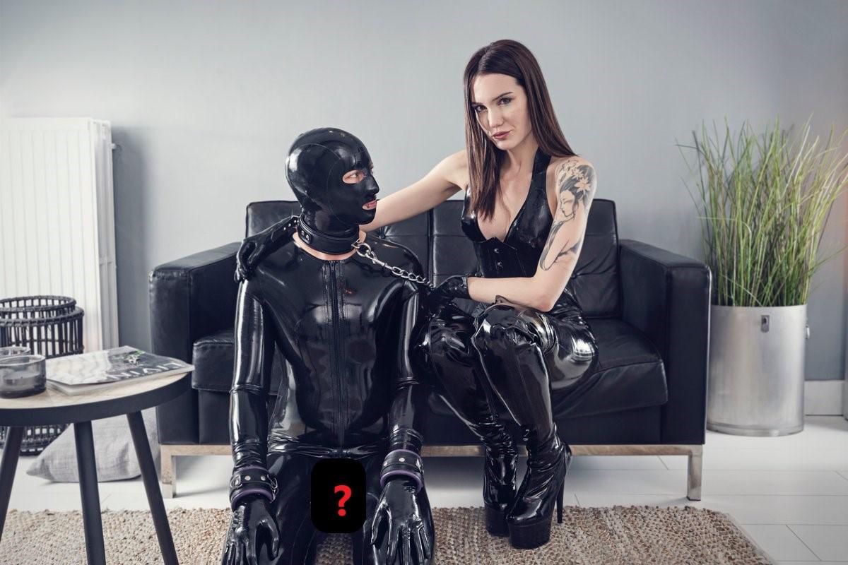 Etudiante ou dominatrice - Zoe Noir qui domine un homme