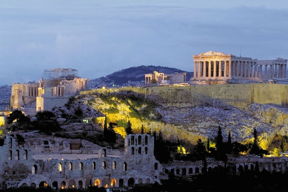 Dior prend possession des sites antiques en Grèce
