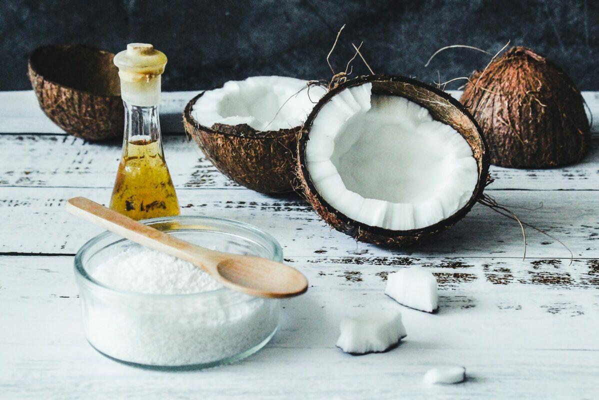 L'huile de coco: des conseils pour profiter de ses bienfaits tout en respectant notre corps