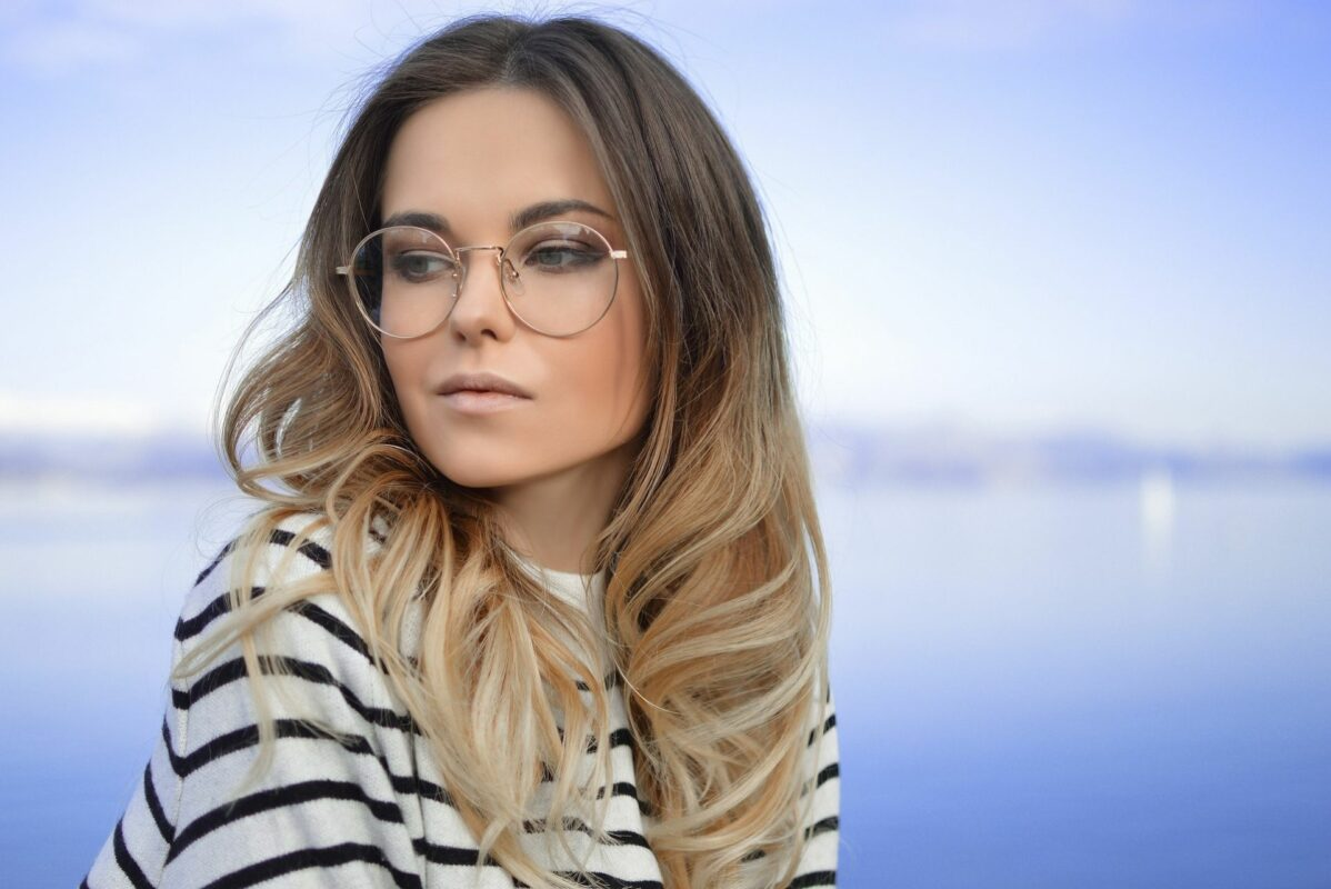 5 manières de changer de style avec une paire de lunettes