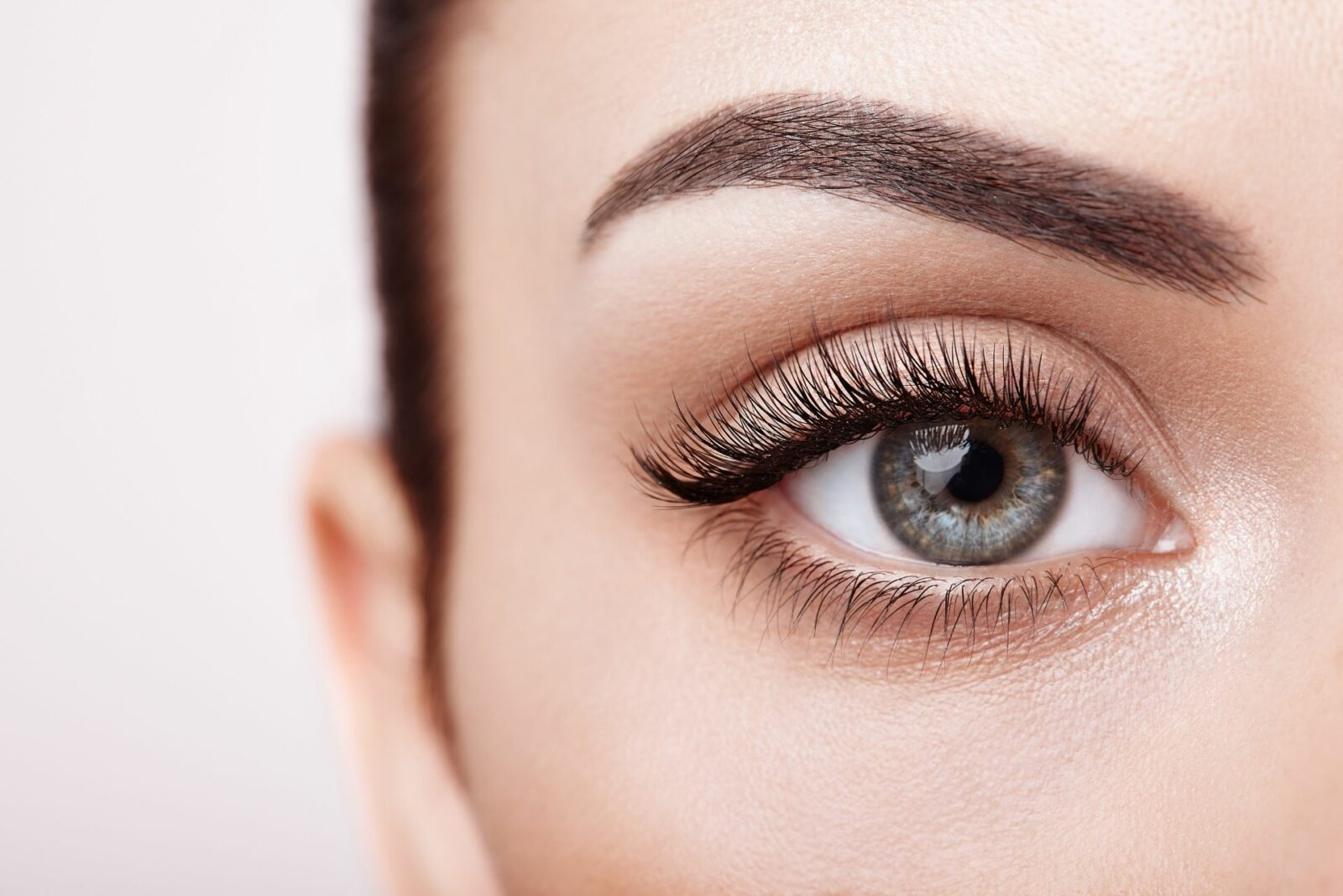 Make-up, maquillage semi-permanent, médecine esthétique : comment mettre en valeur son regard ? - Ô Magazine