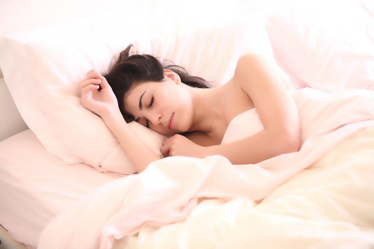fatigue chronique - une fille qui dort