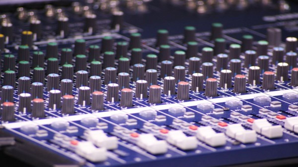 Contrôleur Deejay : DDJ 400 VS DDJ SB 3, le quel choisir pour des mix professionnels à la portée de chacun ?