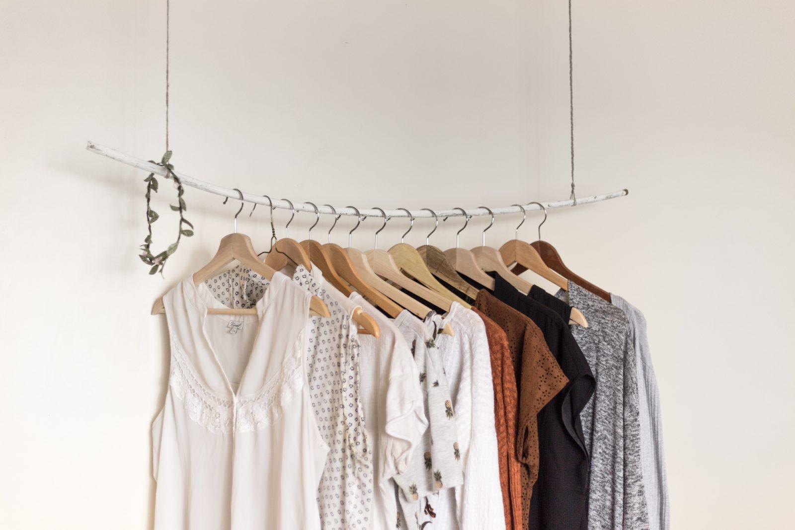 Les basiques de la garde-robe indispensables pour vous. Des intemporels qui ne vous laisseront jamais tomber.